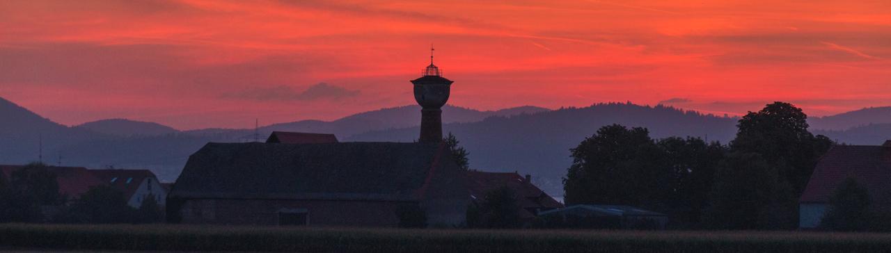 Strassenheim bei Sonnenaufgang